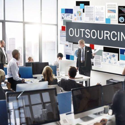 Outsourcing, czyli oszczędność czasu i większa elastyczność