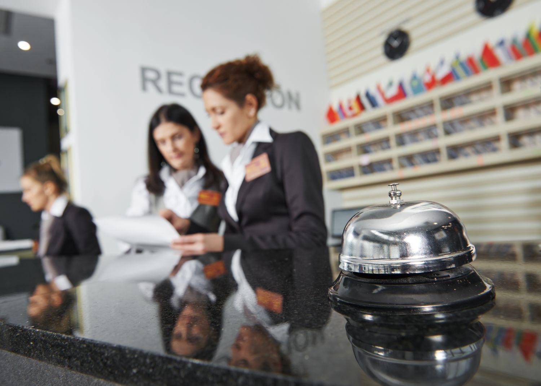 recepjonistki w hotelu